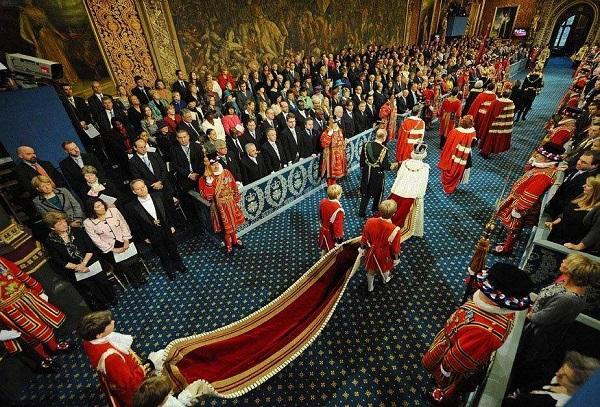 [新聞] 英國歷經數個王朝王位卻都在外國人手中傳遞,沒一個是本地人