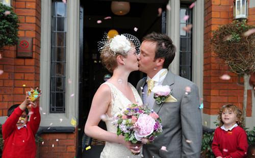[新聞] 英國婚禮習俗 浪漫唯美令人心動